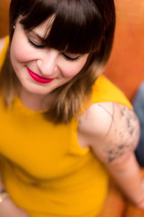 Delphine-wedding-planner-mon-coeur-fait-boum-jaune-sourire